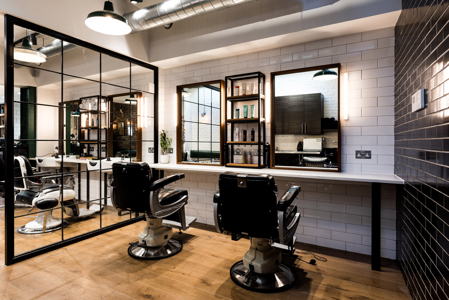 Tabard Barbers is also a women's hairdresser and salon. Located in Tabard Street, London SE1, it offers the very best professional hair styling, cuts, maintenance & treatments in the Borough.